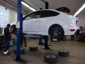 Přezouvání pneumatik Pneuservis Praha Perfekt